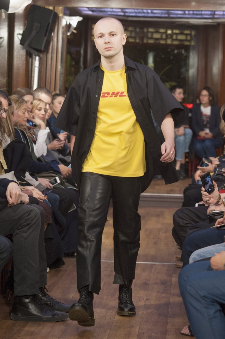 vetements dhl t-shirt
